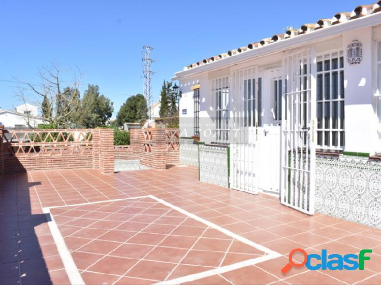Casa independiente en venta en la zona de Calypso, Mijas