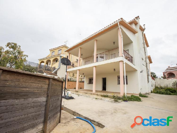 Chalet en venta de 342m² en Urbanización Pla de les