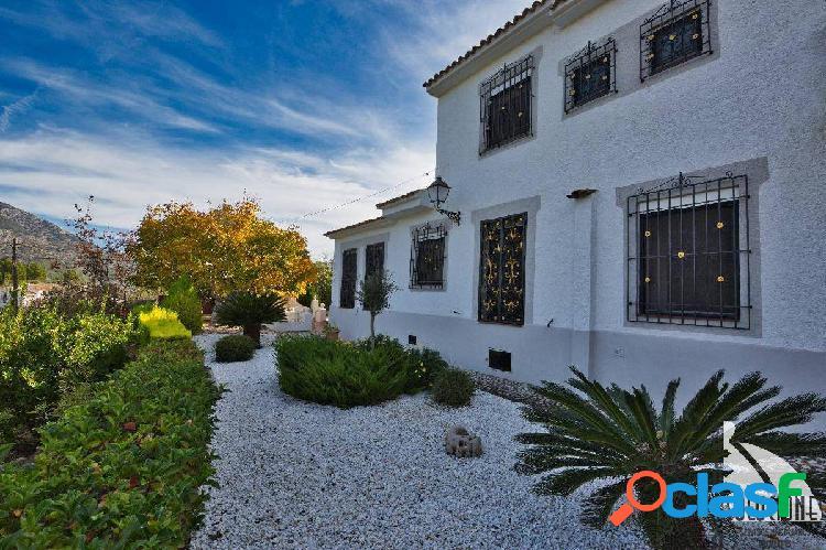 Preciosa Finca en Venta, en Guadalest, con casa de invitados