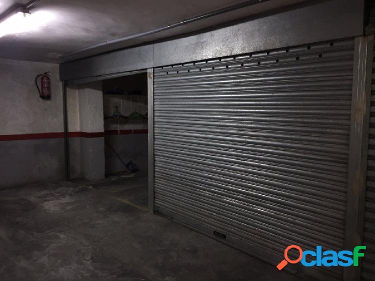 2 plazas de garaje cerradas en Calle Concordia 120, Zona