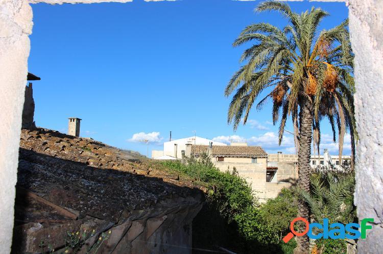 Casa de pueblo de dos plantas a reformar en Petra