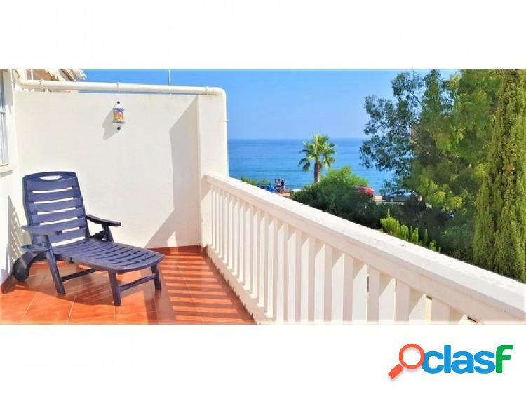 Fantástica casa adosada situada en la playa de torremuelle,