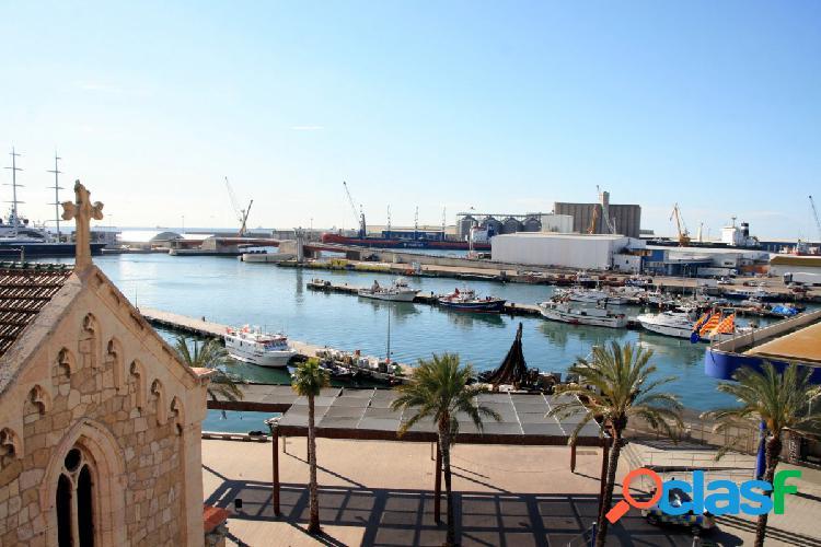 Piso en El Serrallo con vistas al puerto