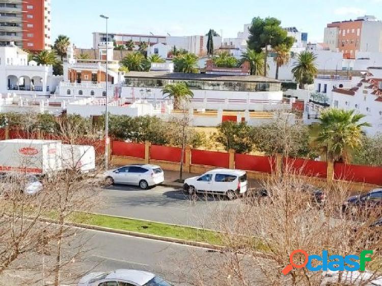 Piso en venta en calle Ambrosio de la Cuesta, Sevilla