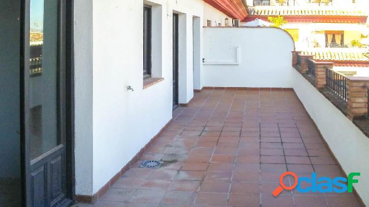Precioso piso con gran terraza en pleno centro de La Zubia.