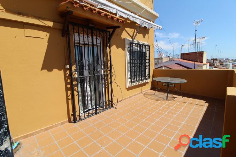 Se vende amplio y luminoso ático zona centro de Valencia