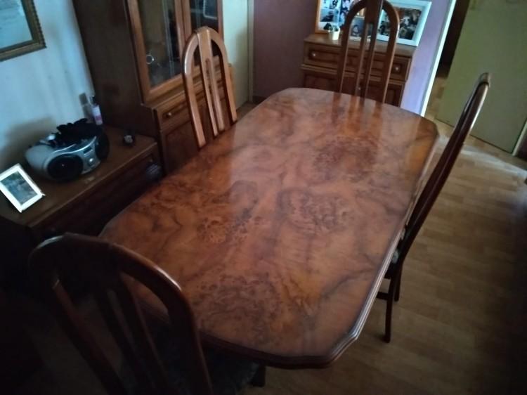 Vendo mesa de salón + 4 sillas y sofa 3 + 2