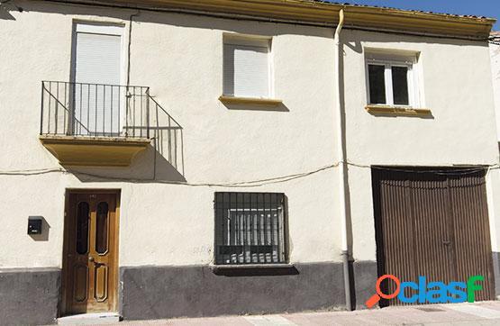 Casa de dos plantas en venta situada en la calle San