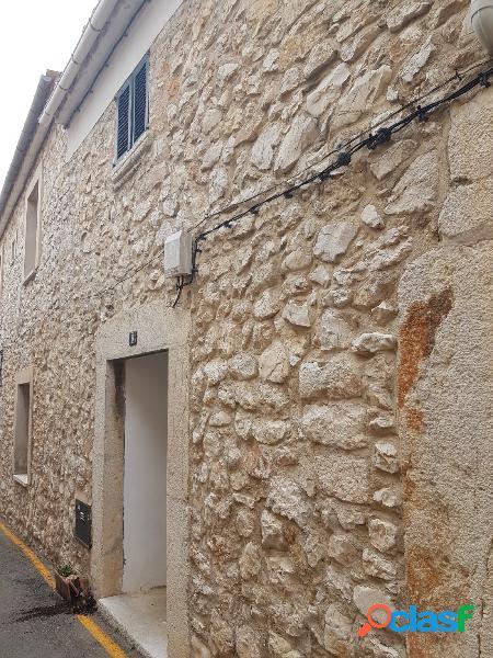 Coqueta casa de piedra en Biniamar pueblo.
