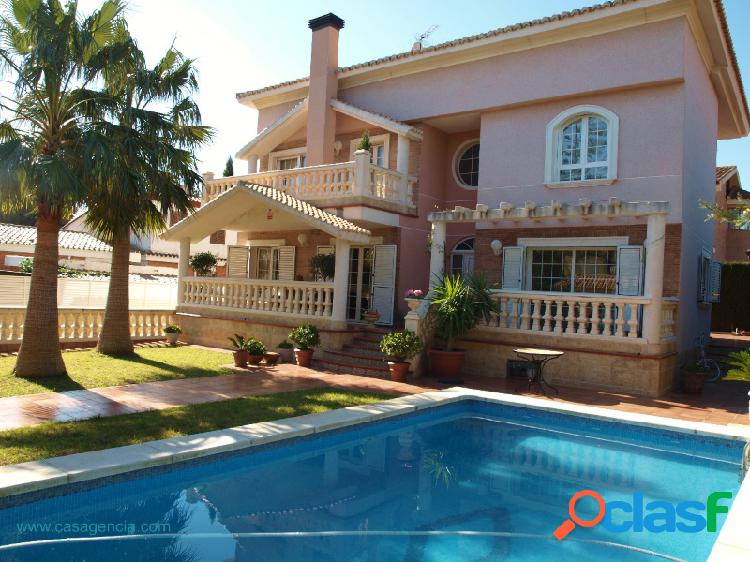 Villa independiente de estilo colonial