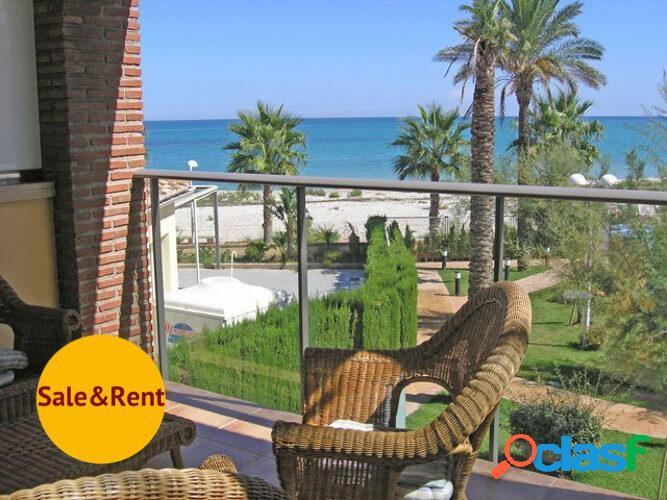 Apartamento con vistas al mar en primera linea de Playa Las