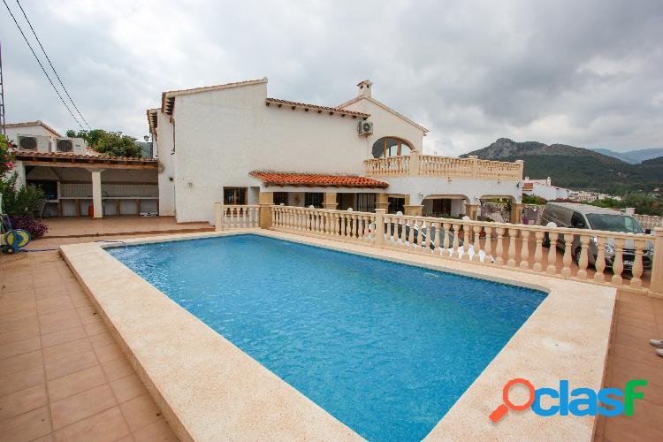 Chalet adosado con piscina privada en venta en Orba.