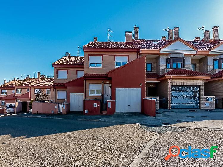 Chalet en venta de 111 m2 en Calle León, Valencia de Don