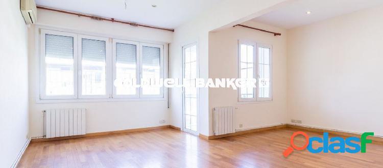 Precioso piso de tres habitaciones en Sarria.