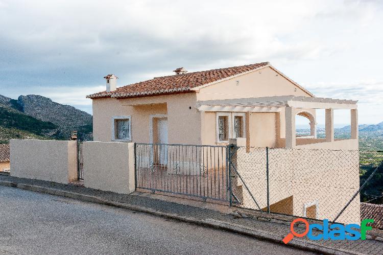 Villa de 4 dormitorios en venta en Laguart, Alicante.