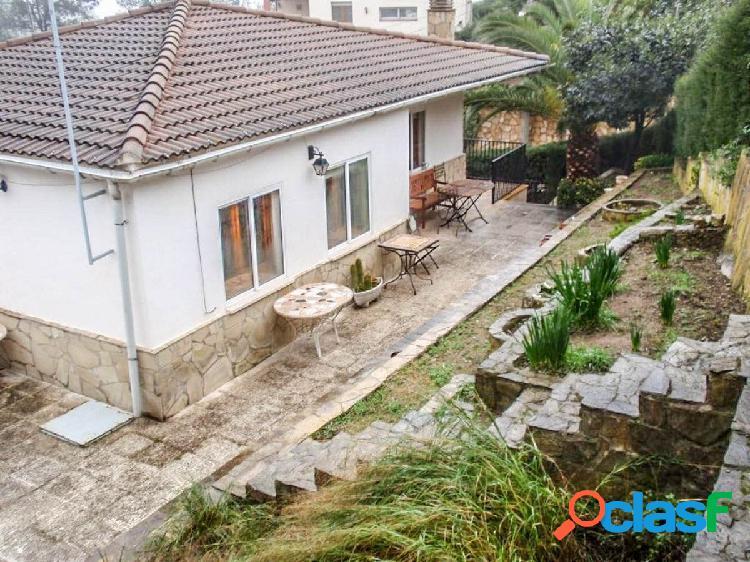 Acogedora casa con terreno en Corbera de Llobregat, Bon