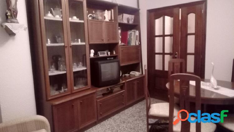 Alquiler de piso con muebles en calle Navarra
