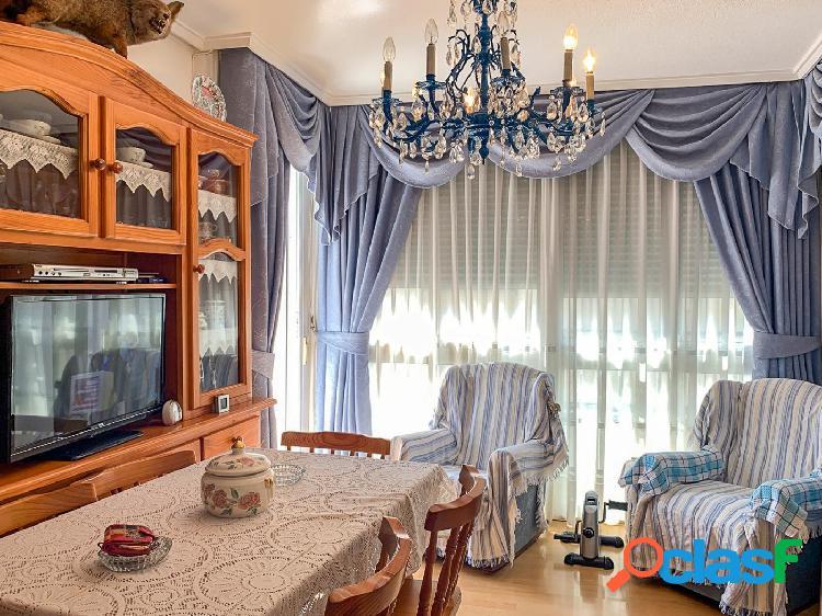 Bonito apartamento de tres dormitorios en pleno corazón de