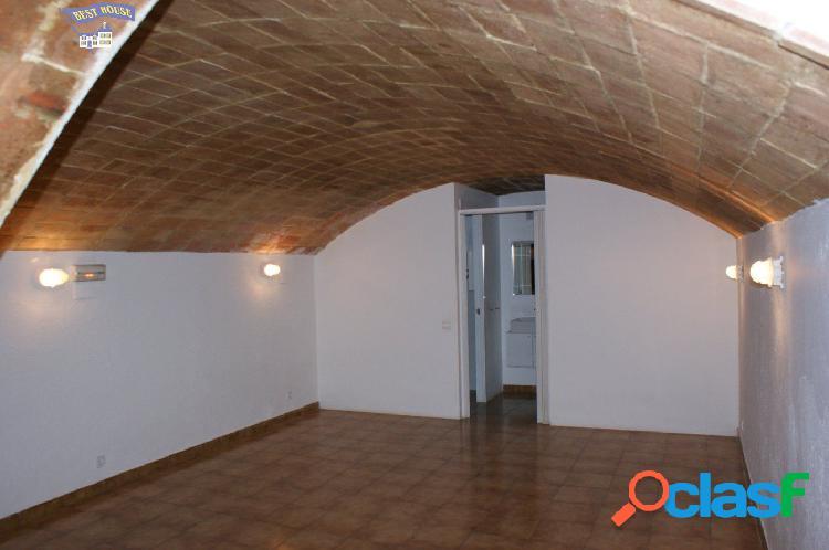Local comercial de 130 m2 en alquiler en pleno centro Sant
