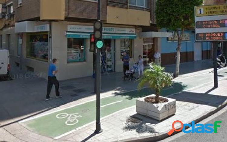 Local en Avenida del Puerto/ Esquinero