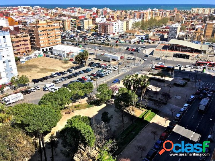 Venta de amplia vivienda de 122 m2 en Av Blasco Ibañez. Con