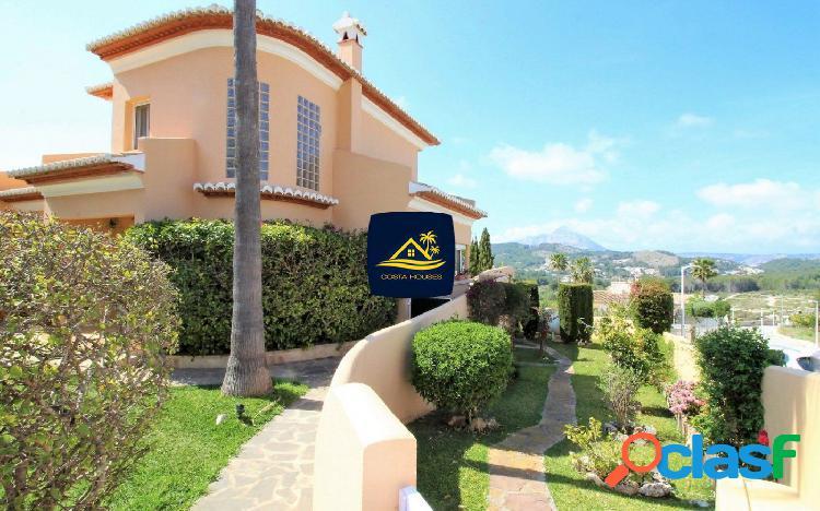 Elegante Villa en JAVEA con Vistas al Valle y Lejanas al Mar