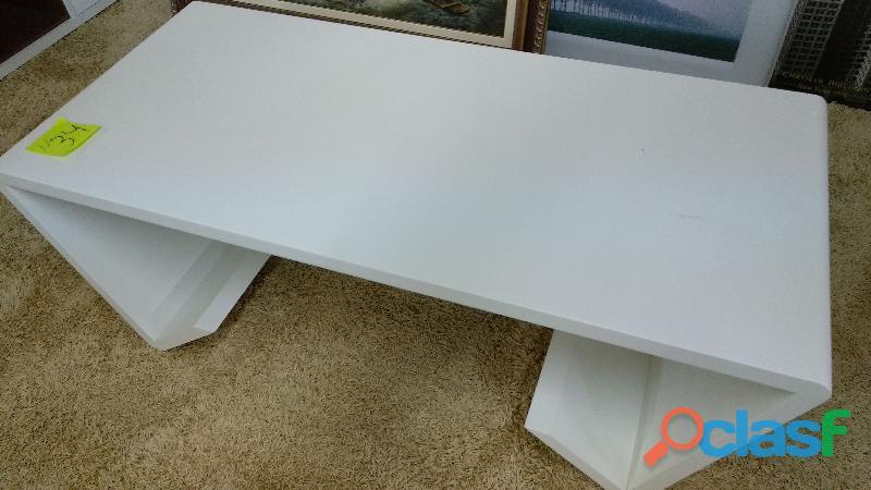 Mesa baja lacada en color blanco