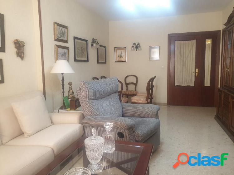 Piso de 4 habitaciones en Urb. AL-HADRA con plaza de garaje