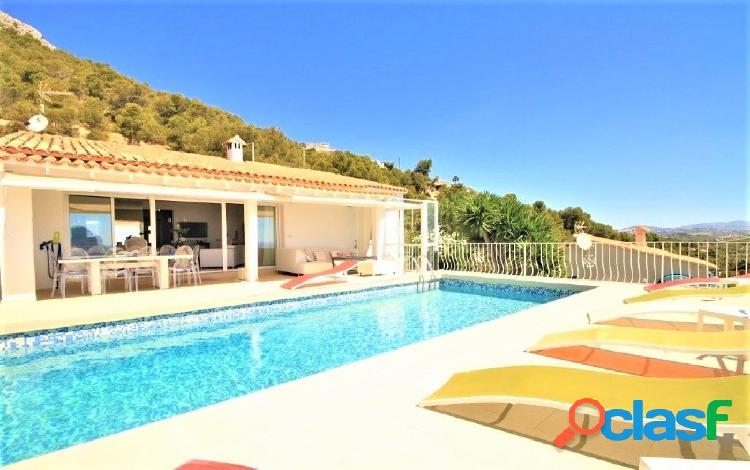 Villa estilo mediterráneo frontal al mar en Calpe