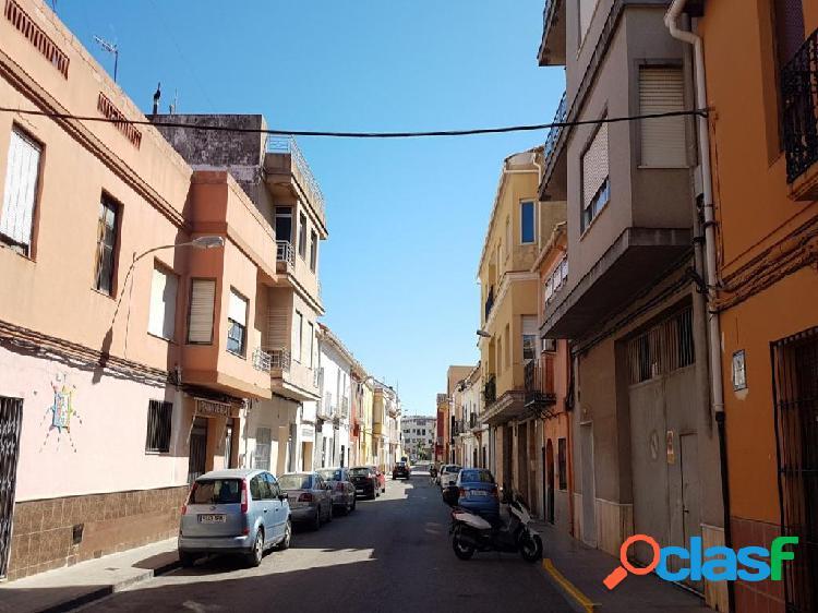 Amplia vivienda en Almoines con terraza de 15 m2 calle sant