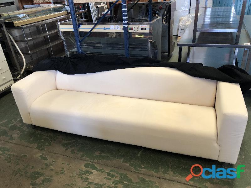 Sofá de 3 plazas en color blanco