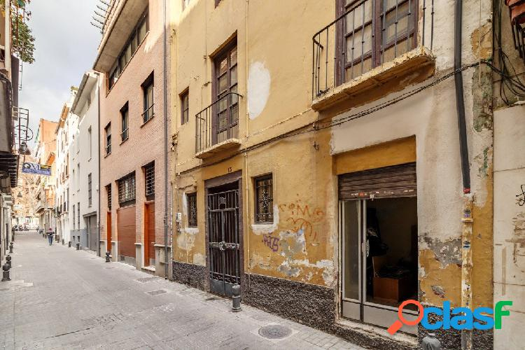 Casa para reformar a su gusto en el centro de Granada