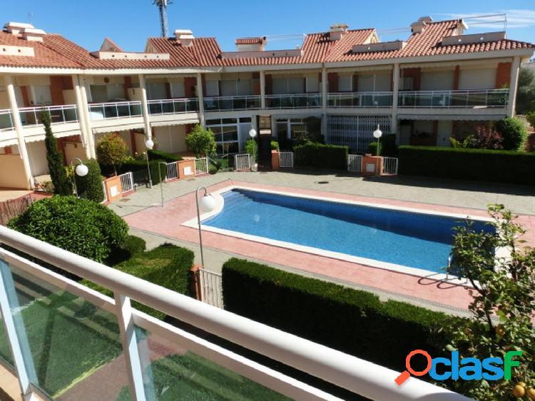 Apartamento de 60 m2 con vistas al mar y piscina.