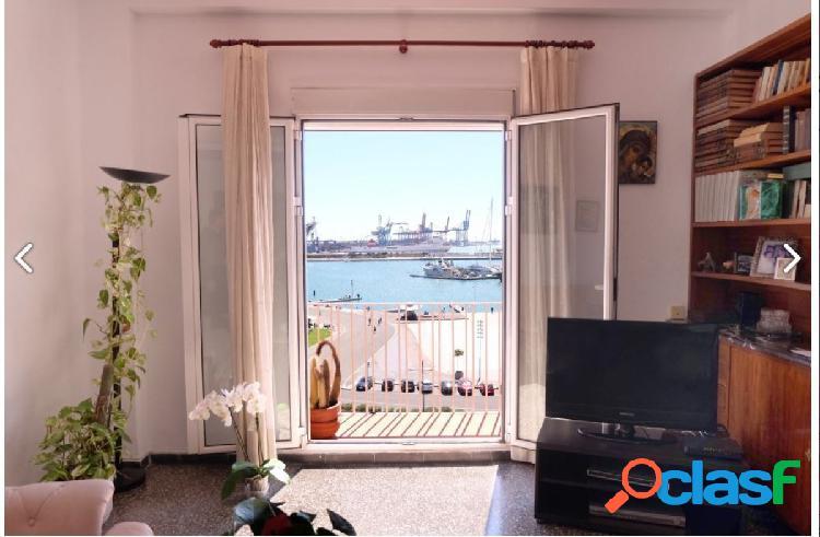 Estupenda y luminosa vivienda frente a la Marina Real -