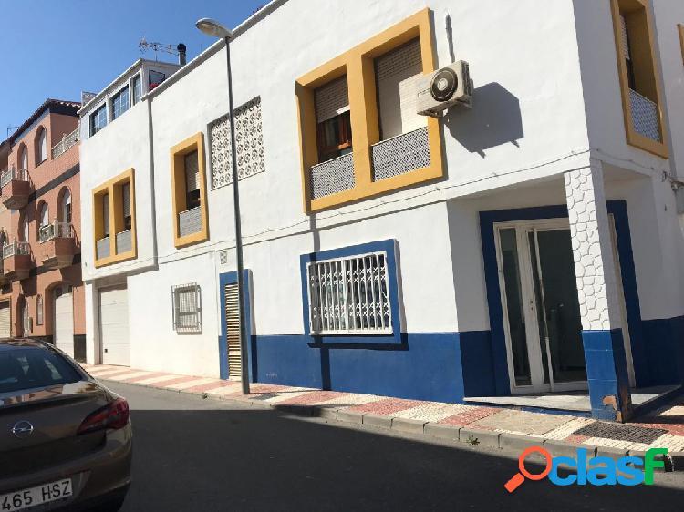 LOCAL COMERCIAL EN ROQUETAS DE MAR
