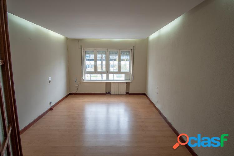 Le ofrecemos una gran vivienda en la avenida de Cádiz y a