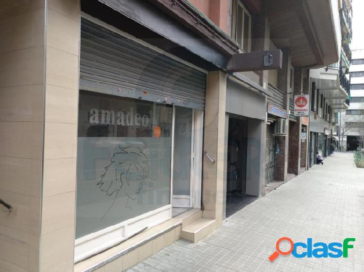 Local comercial de 57 m2 en Les Corts junto al Camp Nou.
