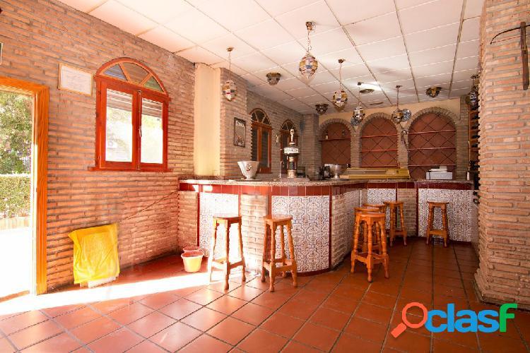 Local con licencia de bar con cocina. Granada centro -