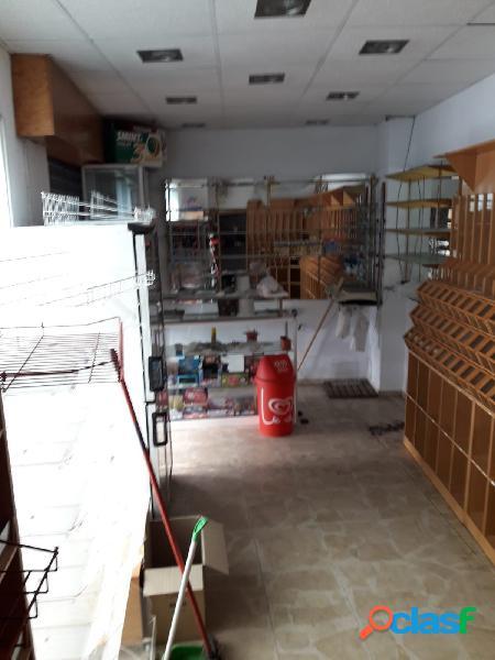 Local situado en zona muy comercial en Segunda Aguada,con 27