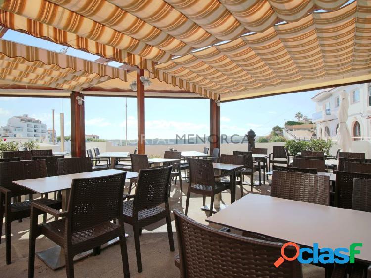 Restaurante en pleno rendimiento en Es Castell, Menorca.