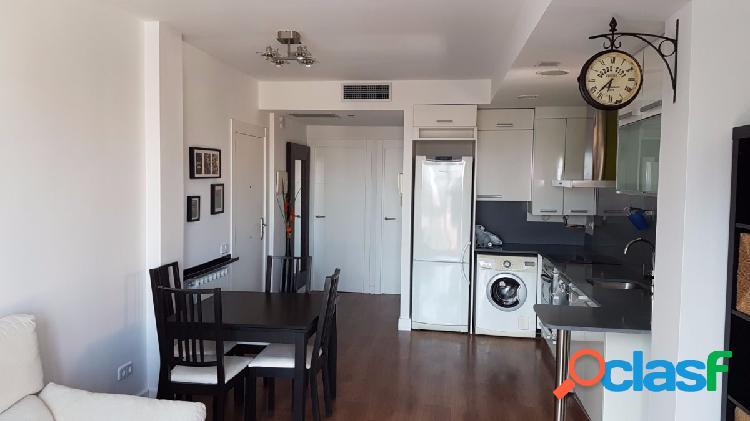Se alquila piso de 2 dormitorios en Castelldefels. Els