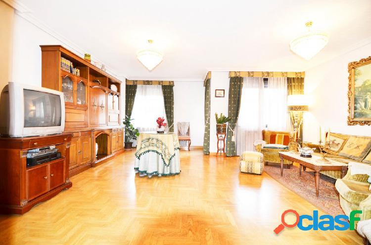 Urbis te ofrece un estupendo piso en Salesas, Salamanca