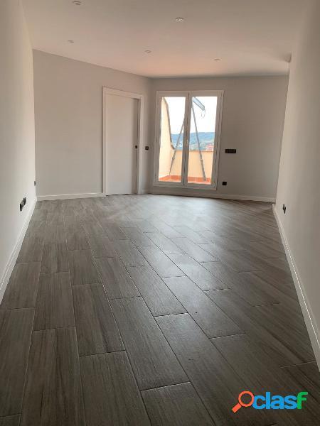 Ático de 50 m2 con terraza en Passeig Sant Gervasi.