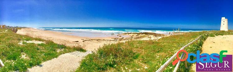 Estupenda parcela a escasos metros de la playa