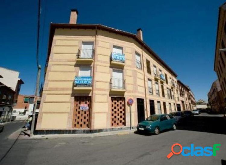Local de 3 plantas a la venta en Bargas