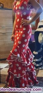 Precioso traje de flamenca en rojo con lunares blancos