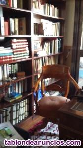 Antigüedad. Mesa y silla despacho- estanterías y llbros
