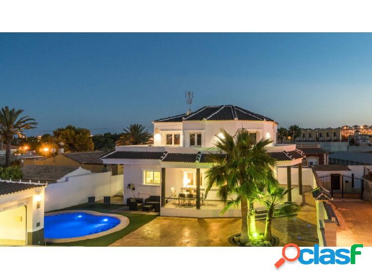 EWE - Bonita villa de estilo moderno ubicada en Los Dolses,