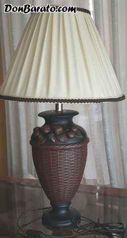 Lámpara de marmolina pintada a mano