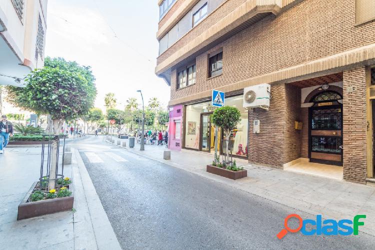 Piso enorme y soleado en pleno centro de Almeria